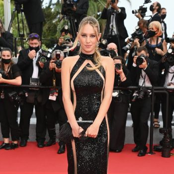 dylan-penn-wore-balmain-the-french-dispatch-cannes-film-festival-screening