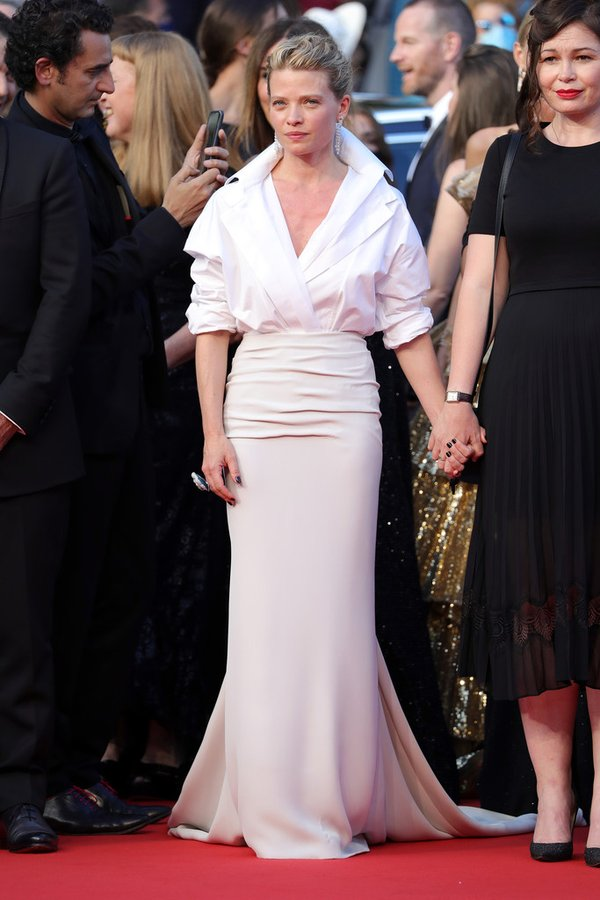 melanie-thierry-wore-valentino-haute-couture-oss-117-from-africa-with-love-cannes-film-festival-premiere