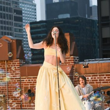 lorde-wears-etro-performing-on-the-late-show-with-stephen-colbert