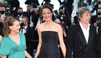 vicky-krieps-wore-chanel-hold-me-tight-serre-moi-fort-cannes-screening