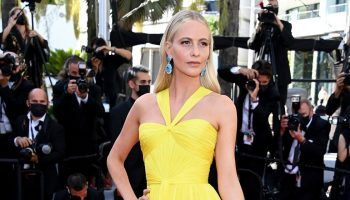 poppy-delevingne-wore-dolce-gabbana-a-felesegam-tortenete-the-story-of-my-wife-cannes-screening