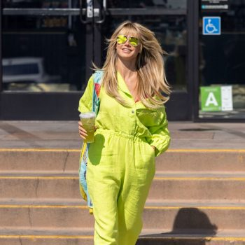 heidi-klum-wears-yellow-jumpsuit-crocs-out-in-los-angeles-august-10-2021