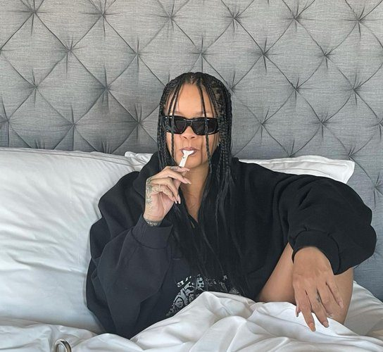 rihanna-celebrates-her-fenty-perfume-selling-out-hours-after-launch-with-caviar-in-bed