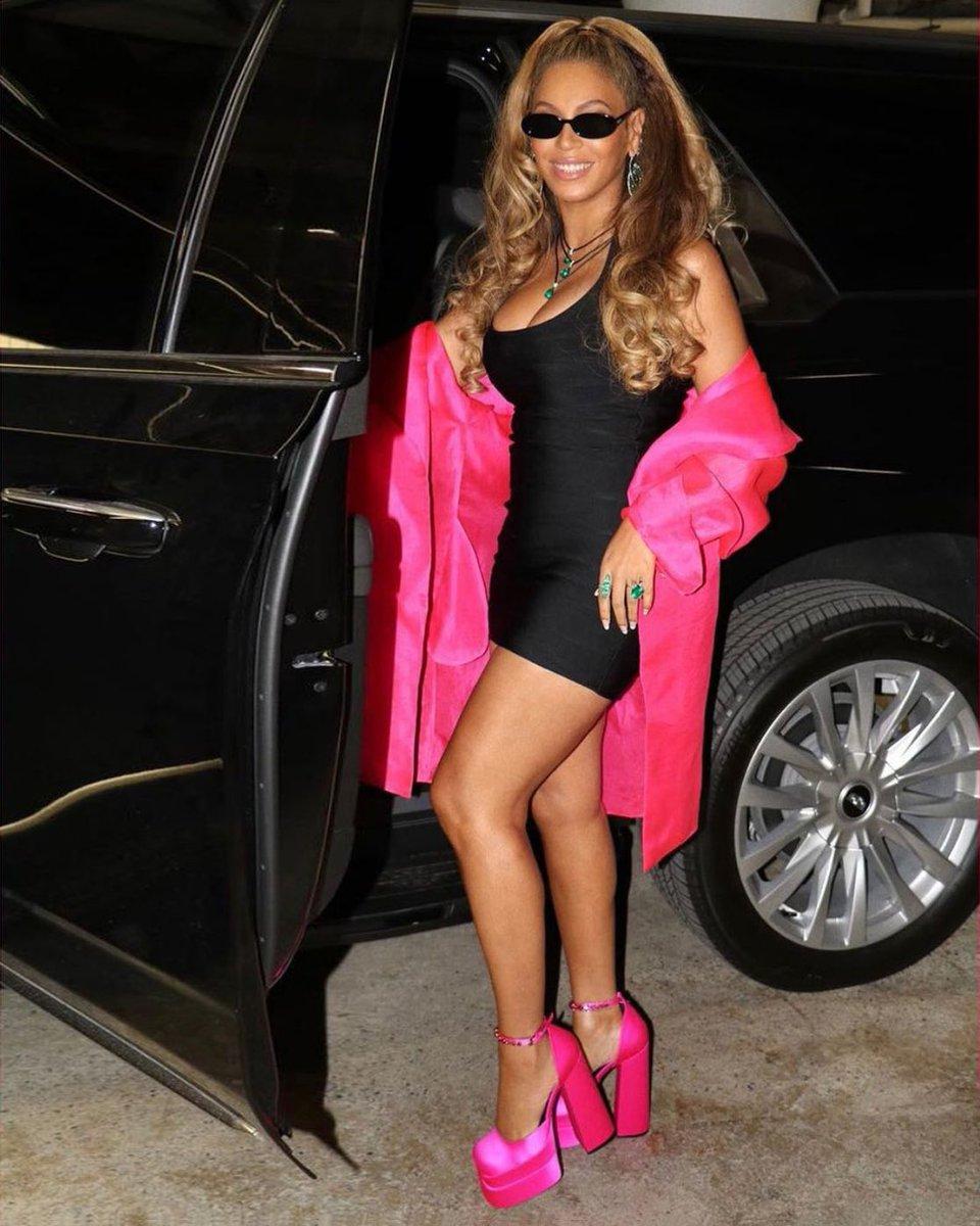 beyonce-wears-head-to-toe-versace-with-black-minidress-hot-pink-platform-heels