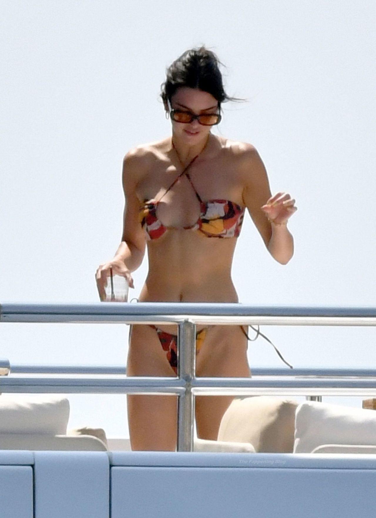 kendall-jenner-in-a-bikini-in-capri-08-24-2021-6