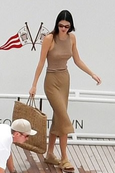 kendall-jenner-wears-anemos-skirt-positano-italy-august-27-2021