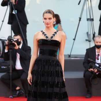sara-sampaio-wore-armani-prive-haute-couture-madres-paralelas-venice-film-festival-premiere