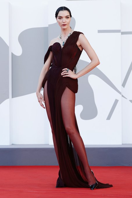 mariacarla-boscono-wore-jean-paul-gaultier-couture-madres-paralelas-venice-film-festival-premiere