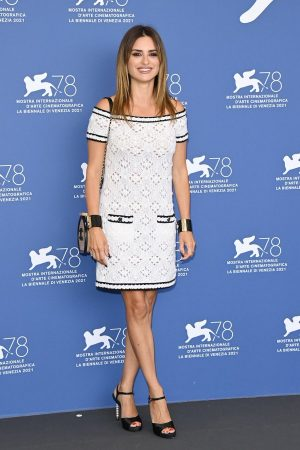 penelope-cruz-wore-chanel-official-competition-venice-film-festival-photocall