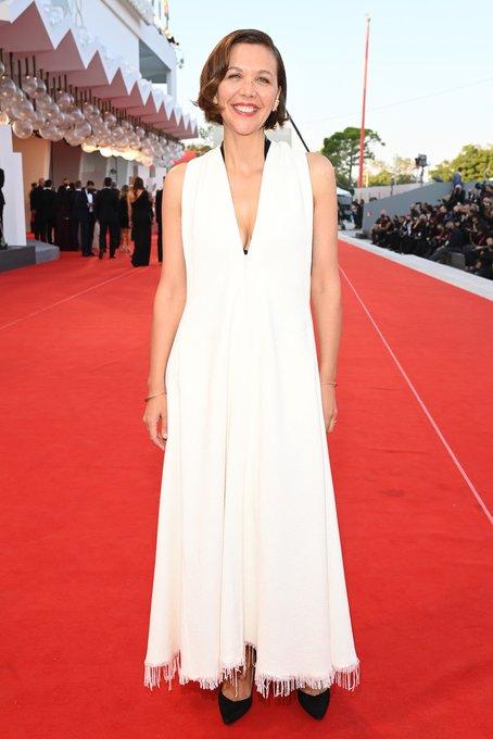 maggie-gyllenhaal-wore-proenza-schouler-2021-venice-film-festival-closing-ceremony