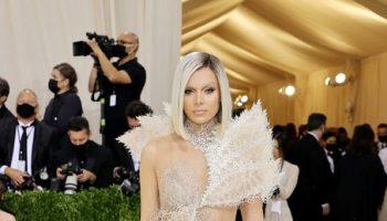 hailee-steinfeld-wore-van-herpen-couture-met-gala-2021