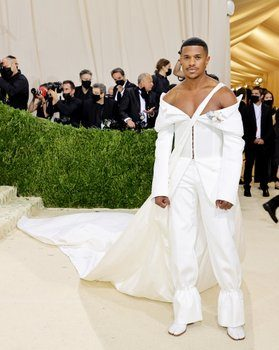 jeremy-pope-dedicated-his-met-gala-outfit-to-slave-attire-in-the-cotton-fields