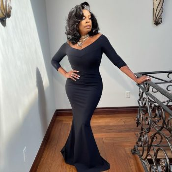 niecy-nash-wore-chiara-boni-la-petite-robe-gown-2021-emmy-awards