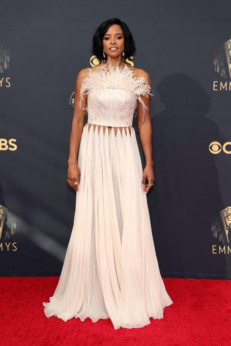 renee-elise-goldsberry-wore-cong-tri-2021-emmy-awards