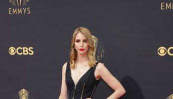 mary-livanos-wore-alexander-mcqueen-2021-emmy-awards