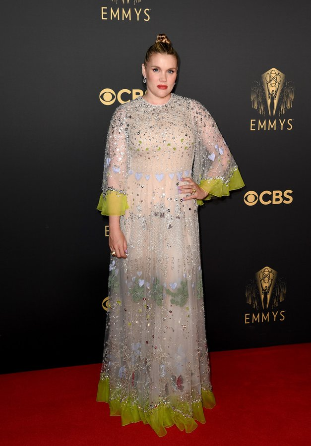 emerald-fennell-wore-valentino-2021-emmy-awards