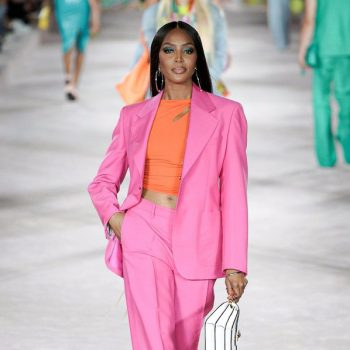 naomi-campbell-returns-to-the-catwalk-for-versace-show-4-months-after-daughters-birth