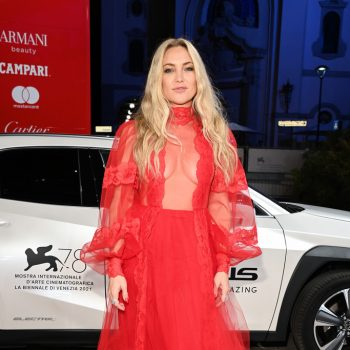 kate-hudson-wore-valentino-mona-lisa-and-the-blood-moon-venice-film-festival-premiere