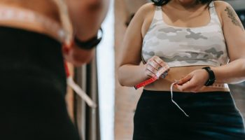 getting-a-tummy-tuck-vs-liposuction-whats-the-difference