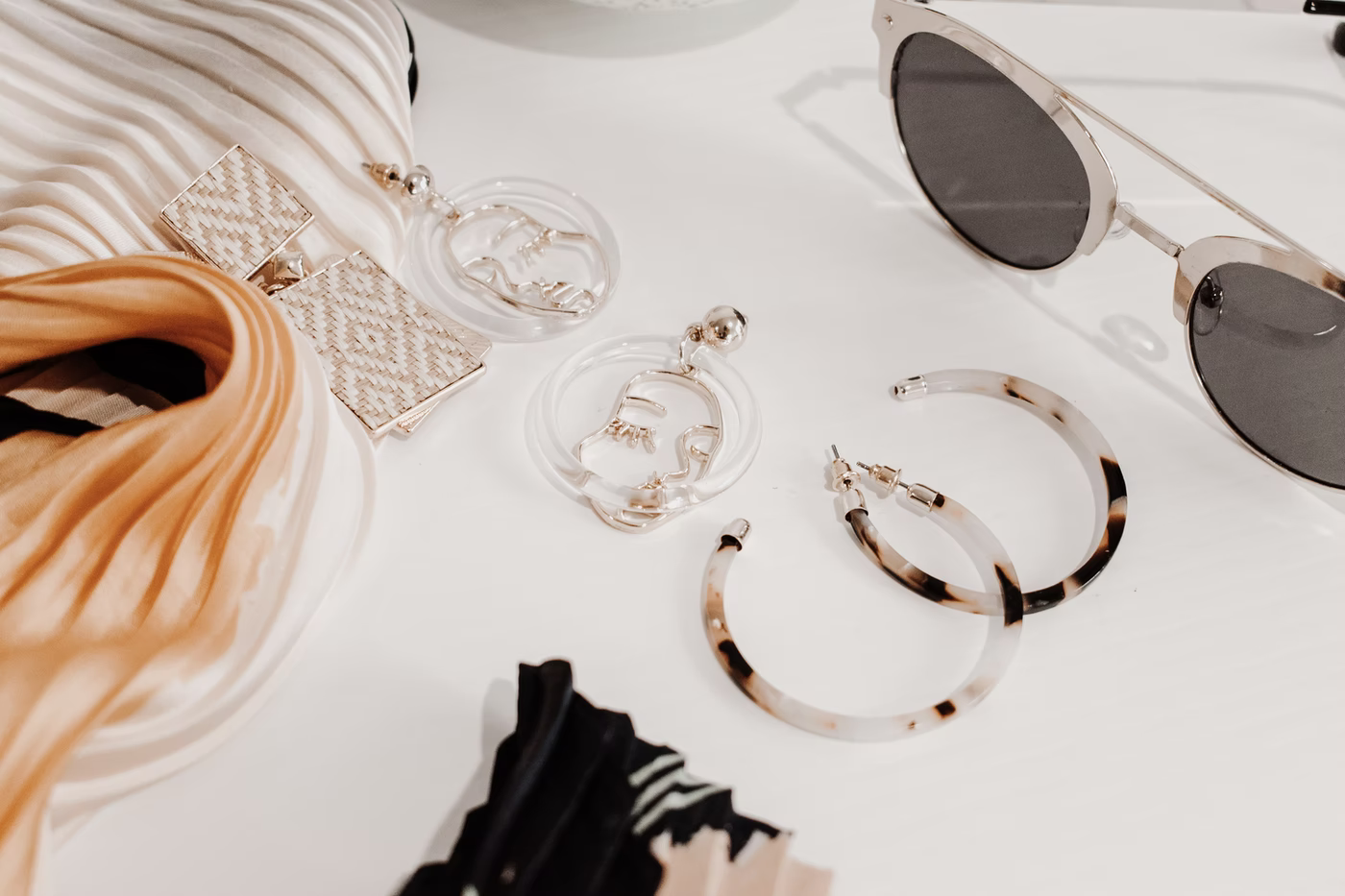 accessorizing-with-jewelry-to-enhance-and-reflect-your-personal-style