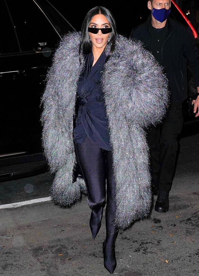 kim-kardashian-rocks-grey-balenciagacoat-for-dinner-with-snl-cast-in-nyc
