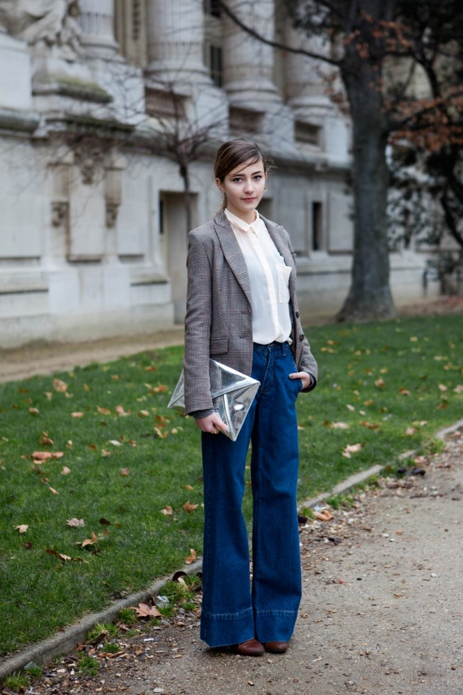 Plaid jacket , flared jeans and metallic clutch.