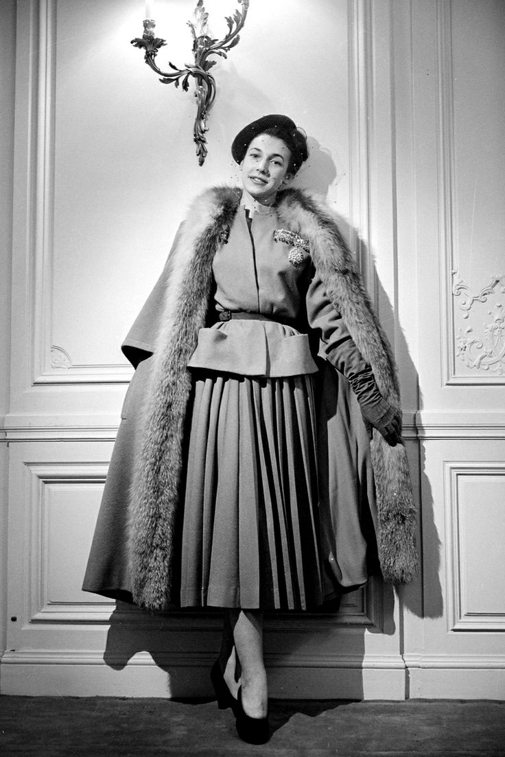 1940s Fashion: women with luxury dress