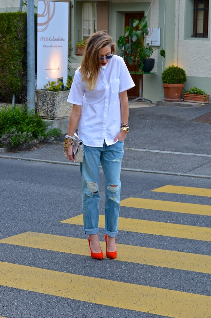 White cotton top ripped jeans and red pumps