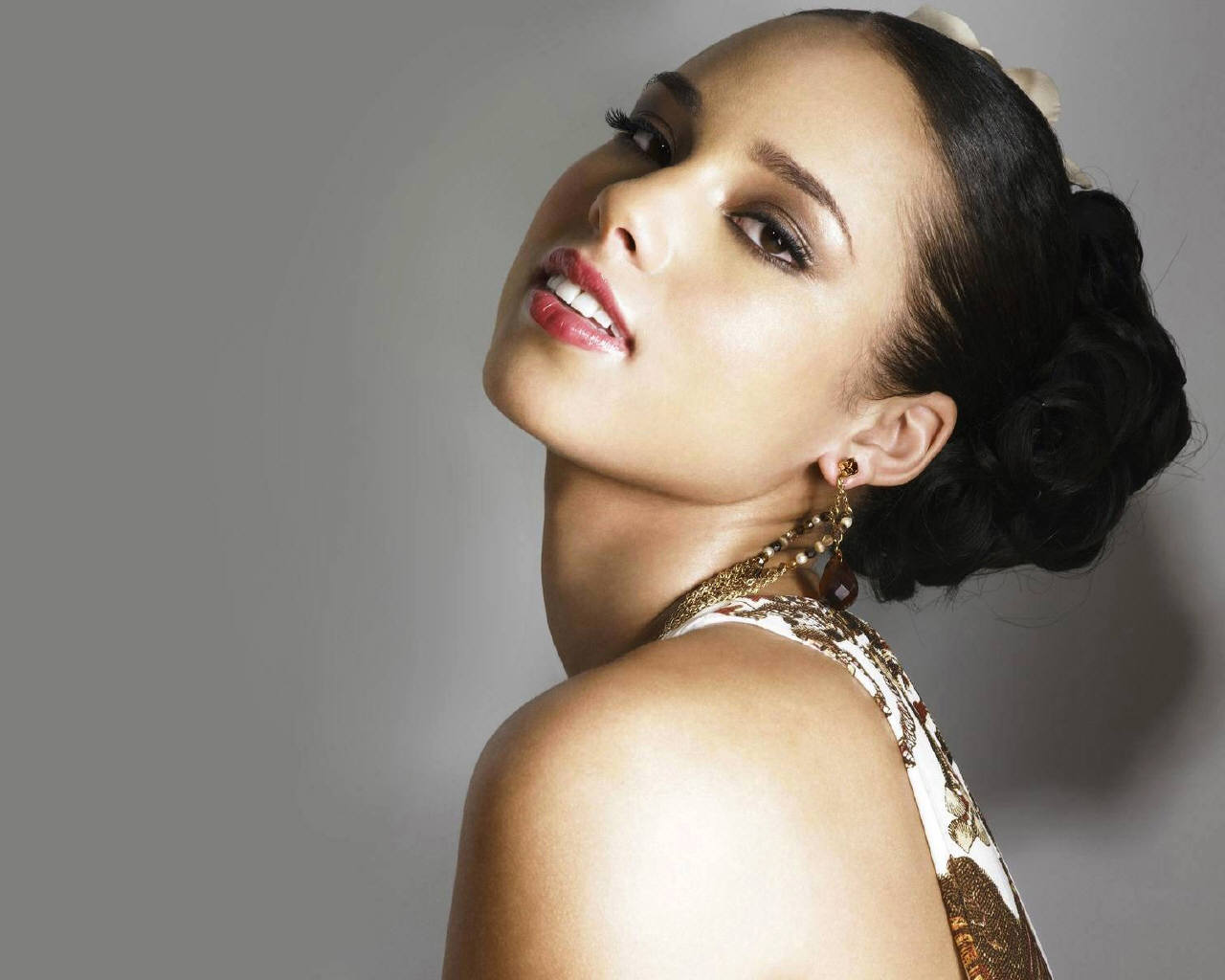 Alicia Keys has become the new face of Parfums Givenchy.