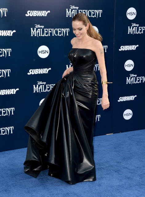angelina_jolie__maleficent_world_premiere_in_hollywood__0YRlrrD0.sized